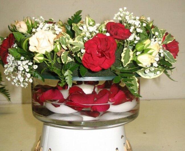 des centres de table romantiques et raffin s avec des fleurs. Black Bedroom Furniture Sets. Home Design Ideas