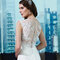 Hauteng, sexy und richtig elegant: Brautkleid mit transparentem Rücken und Stickereien.