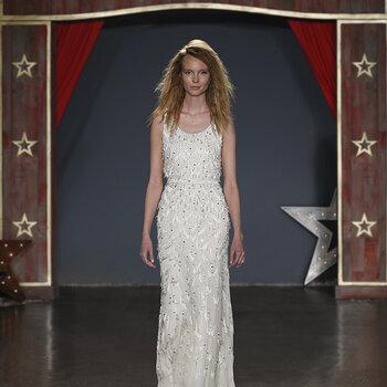 Vestidos de novia para mujeres bajitas. ¡Escoge el mejor diseño que se adapte a tu figura!
