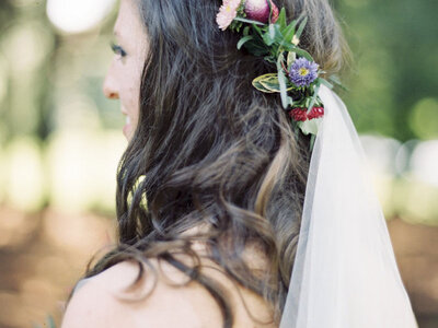 Coronas de flores para novias: estilo y color en tu cabeza. ¡Triunfarás!