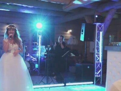 Śpiewająca Panna Młoda i jej specjalna dedykacja dla swojego męża! Nie przegap!
