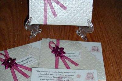 Invitaciones de boda con detalles color lila