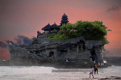Photo : fabiogis50 via VisualHunt.com- Bali Tanah Lot