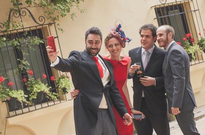 Guía de estilo para parejas de invitados: 7 ideas para conjuntar vuestros looks
