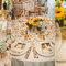 Des tournesols au centre de vos tables. Photo: Sweet Little Photographs