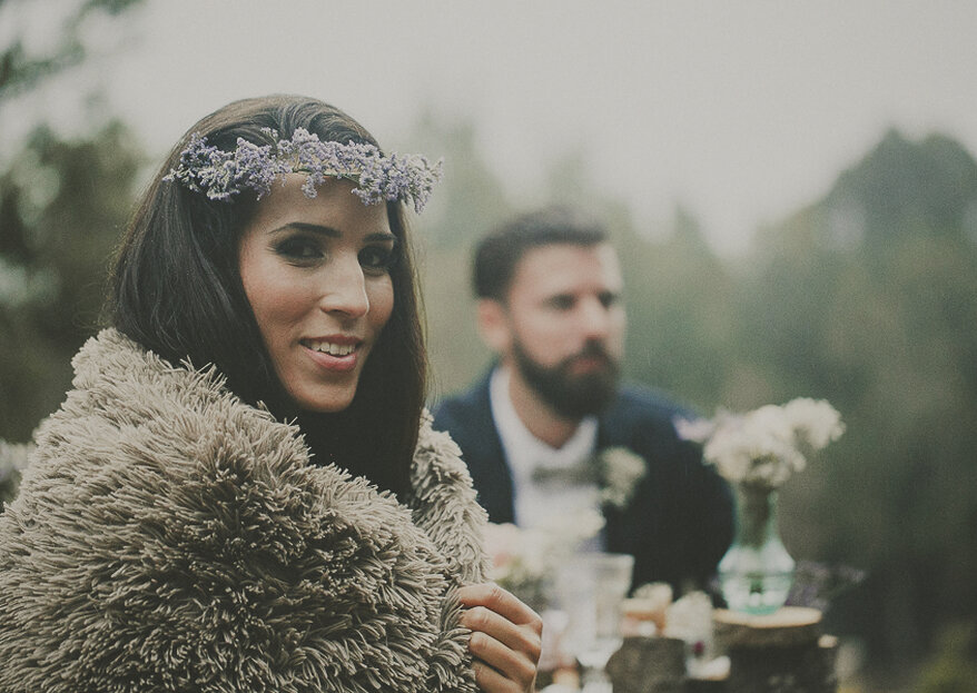 O que usar com vestido de festa no frio? Esses 7 acessórios são essenciais para madrinhas e convidadas não passarem frio no casamento