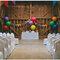 Proste wesele: dekoracje wykonane z kolorowych balonów, Foto: We heart pictures