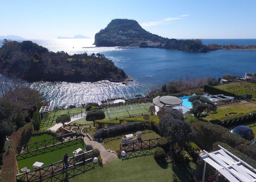 Villa Mirabilis, la location ideale sulle rive del golfo di Napoli, per un matrimonio da sogno!