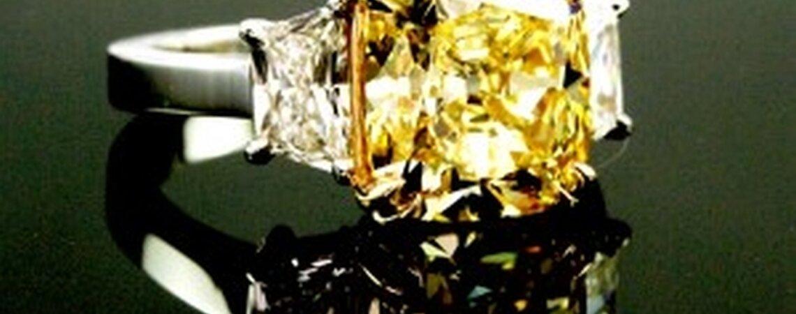 Anillos de compromiso de diamantes amarillo canario: hot bling para el 2013