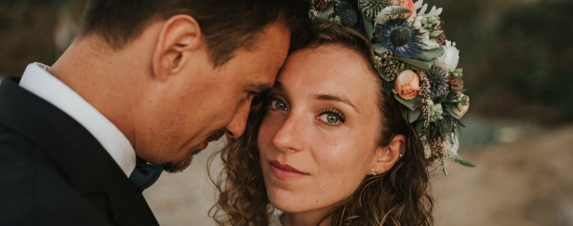 Wspomnienie lata dzięki przepięknej sesji ślubnej w scenerii klifu w Orłowie. Musisz to zobaczyć !