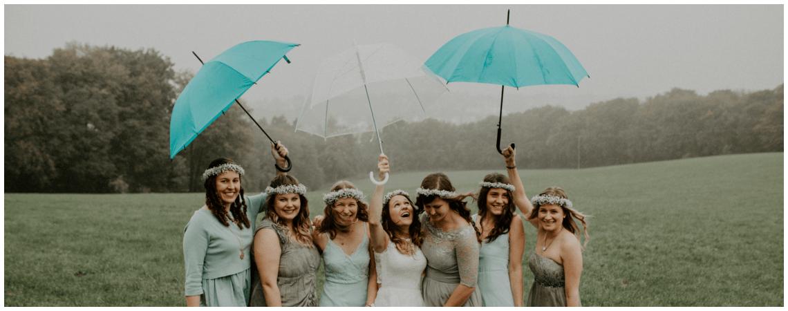 Die ausgelassene DIY-Hochzeitsfeier von Rabea und Tim – zusammen trotzen sie Regen & Hochzeitspannen