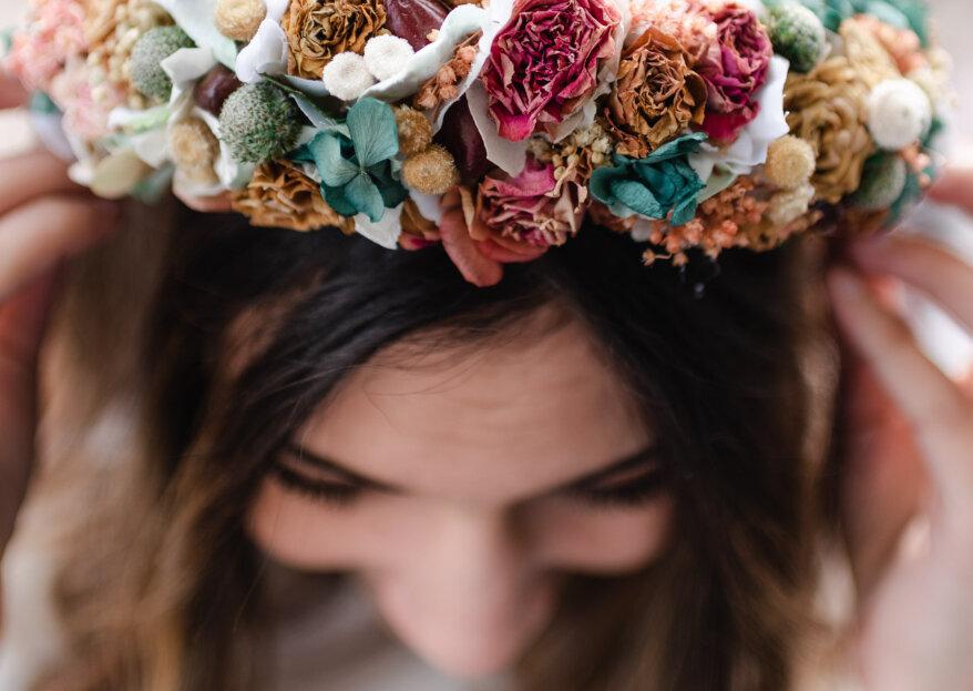 Corona de flores para invitadas: guía de uso para sacarle provecho a este complemento