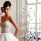 Vestido de noiva com decote cai-cai com corpo de bordado com pedraria disponível na Berço das noivas