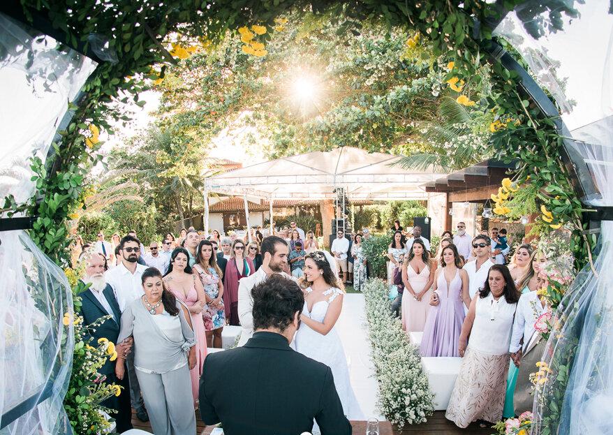 Chris & Vitor: casamento praiano leve e linda decoração com girassóis