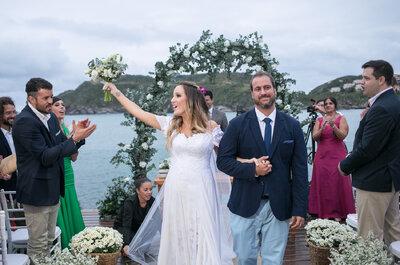 Casamento rústico chic na praia de Luisa e Miguel: cor e emoção à beira-mar!