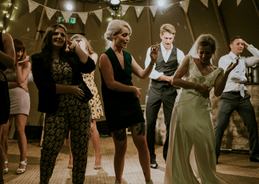 Grooven Sie mit DJ Slick zu zeitlosen Beats von A bis Z auf Ihrer Hochzeit