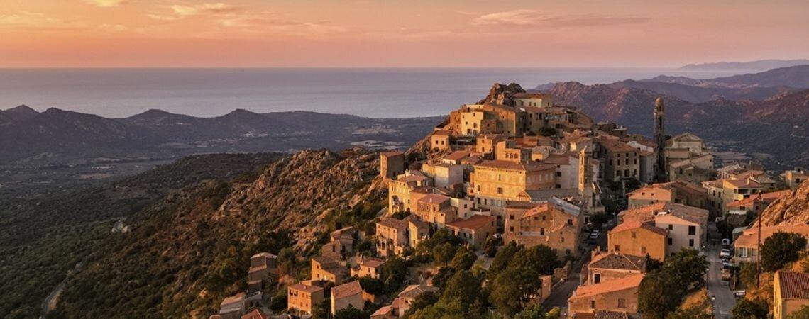 Lune de miel d'exception en Corse : laissez Les Voyages Linea vous créer un voyage sur mesure