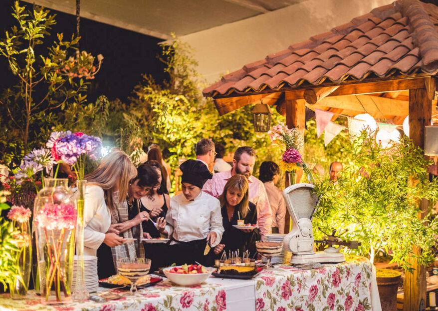 Elige entre un catering de bodas o la cocina propia para tu matrimonio. ¡Conoce las ventajas de cada opción!