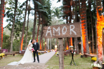 Casamento de Juliana e Daniel: amor, muita cor e alegria contagiante na fazenda!