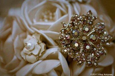Buquê de broches: separe peças e joias de família para montar o seu!