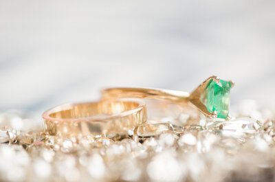 ¿Cuál es el significado de las piedras preciosas en los anillos de compromiso?