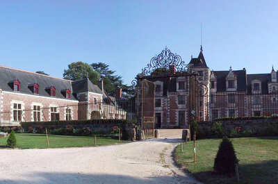 Le Château de Jallanges : l'authenticité et le charme d'une demeure marquée par l'Histoire pour votre mariage