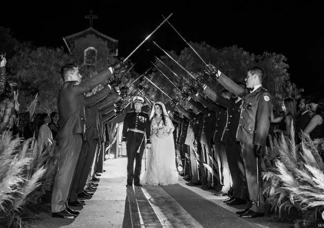 O casamento militar de Bethania e Walter na fazenda da família. Unidos por uma paixão em comum!