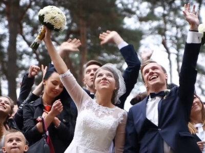 Wesele i radość! Piękny montaż i ciekawa inspiracja ślubna