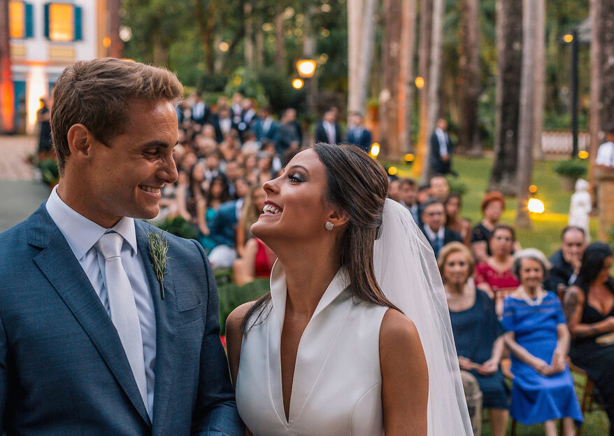 Mayara & Felipe: casamento moderno na fazenda com decoração cheia de verde e festa super animada!