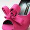 Zapatos elaborados a mano en color rosa intenso. Diseño de Adriana Capasso