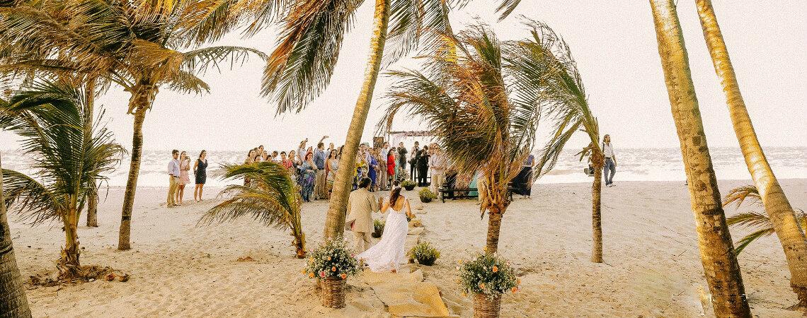 ¿Cómo casarse en la playa? ¡Disfruta de una ceremonia bohemia y romántica!