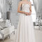 Długa suknia ślubna z odkrytymi ramionami, Foto: Agnes 2015