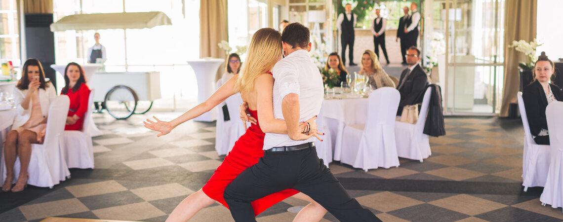 1,2,3 i raz, dwa, trzy – pierwszy taniec w podstawowych krokach