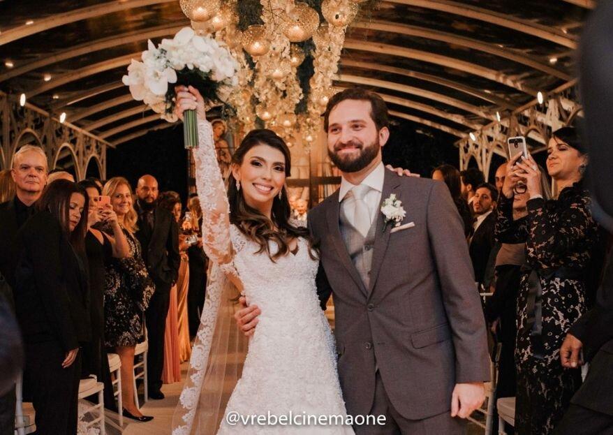 Thalita & Felipe: Casamento super animado com decoração colorida registrado pela V Rebel, no Rio de Janeiro.