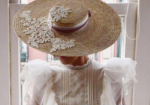 Sombreros para novias atrevidas y originales: elige el estilo que más le encaje a tu look