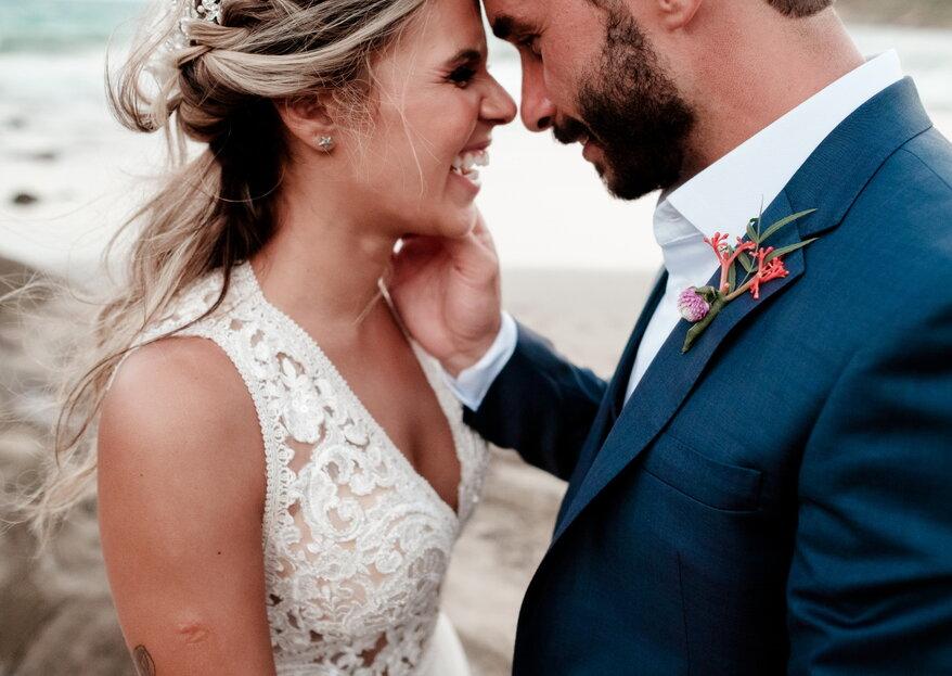 Erika & André: troca de alianças de frente para o mar de Búzios registrada pela Thrall Photography.