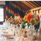 Wesele pełne kolorów: stół przybrany różnokolorowymi kwiatami, Foto: We heart pictures
