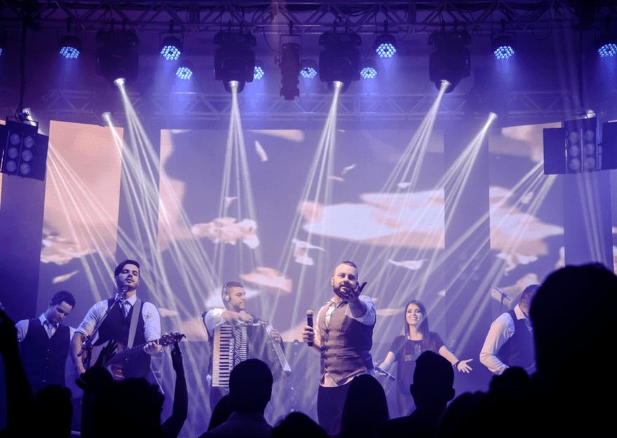 R2D - Simple Band: Deixe o sucesso da sua festa de casamento nas mãos desta banda talentosa e animada!