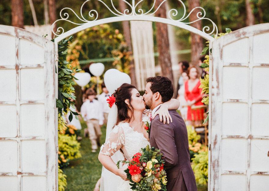 Gabi & Gabriel: casamento estiloso e cheio de personalidade com estética rústico-chique e muito amor!
