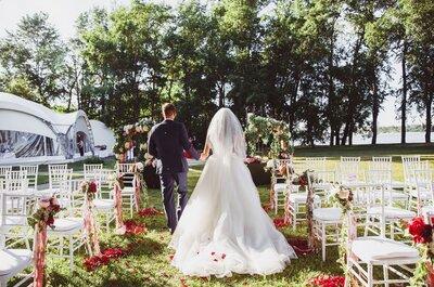 Как стильно украсить свадебные стулья: 6 идей для вдохновения!