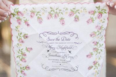 Tutti pazzi per gli inviti di nozze ricamati sul fazzoletto!