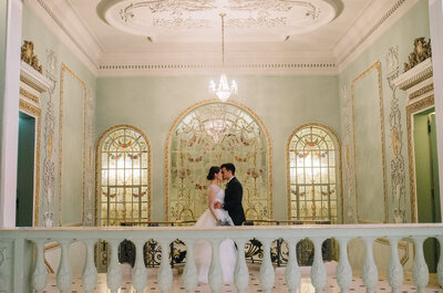 Casamento clássico de Paula & Lucas: conto de fadas moderno celebrado num palácio!
