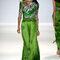 Vestido de fiesta largo en color verde intenso con corpiño inspirado en animal print y mangas 3/4
