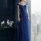 Vestido 8T246 Rosa Clará 2015 azul marino con escote corazón y hombros caídos.