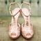 Zapatos de novia en tendencia con brillos y aplicaciones - Foto Elisa Bricker