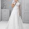 Suknia ślubna z krótkim koronkowym rękawkiem, Foto: Agnes 2015