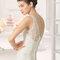 Wycięcie w kształcie litery V w sukni ślubnej, Foto: Aire Barcelona 2015