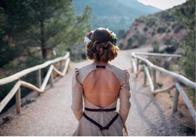 10 prendas que volvieron del pasado para quedarse y hacerte lucir perfecta con tu look de invitada. ¡Jamás lo imaginaste!
