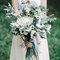 Bouquet da sposa con fiori e foglie