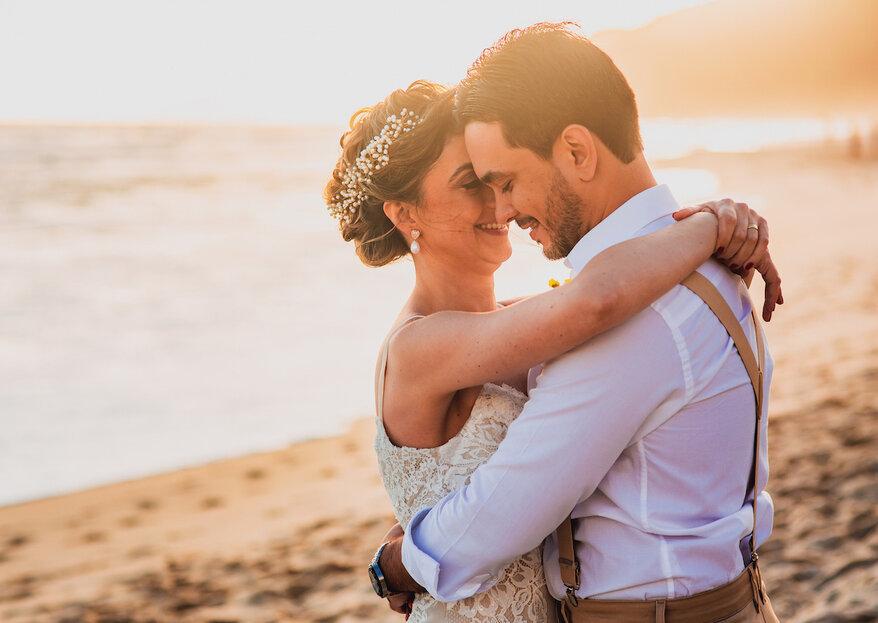 Ana Ligia & Rodrigo: Casamento descontraído e hiper colorido de frente para o mar de Maresias na presença de pessoas queridas